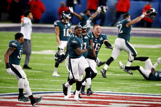 pretty nice 5d3cd 9f994 Philadelphia Eagles hold off the New England Patriots in ...