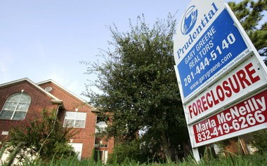 Sales of foreclosed homes are in decline, but short sales are increasing.