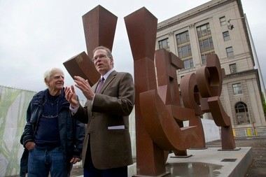 Sculptor Lee Kelly and city Commissioner Nick Fish dedicate a new Kelly sculpture on the North Park blocks, part of its new identity.