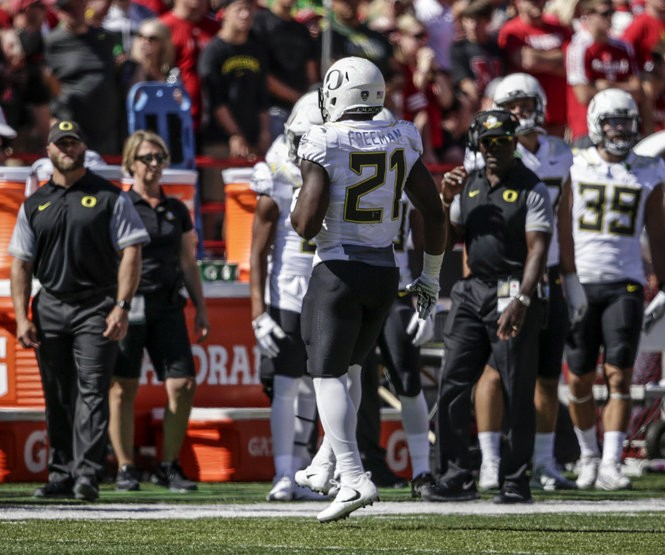 Oregon running back Royce Freeman (21) limps off the field during the first half of an NCAA college football game against Nebraska in Lincoln, Neb., Saturday, Sept. 17, 2016. (AP Photo/Nati Harnik)