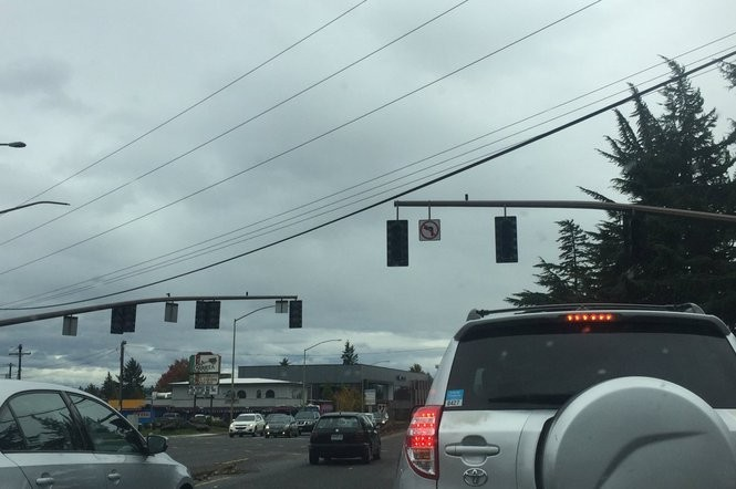 These traffic lights on McLoughlin Boulevard were not operating at about 2:30 p.m. Saturday. (Dillon PIlorget photo)