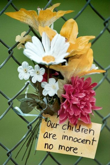 Flowers and messages in front of Thurston High School in Springfield in 1998.
