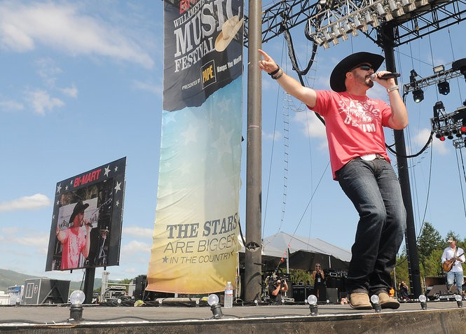 Kurt Van Meter performing at the Bi-Mart Willamette Country Music Festival in Brownsville in 2014. (Photo by Jesse Skoubo | Albany Democrat-Herald)