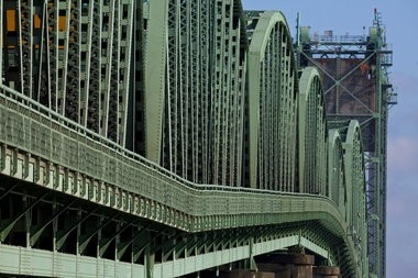 Oregon legislators heard testimony Monday for and against a replacement for the Interstate 5 bridges