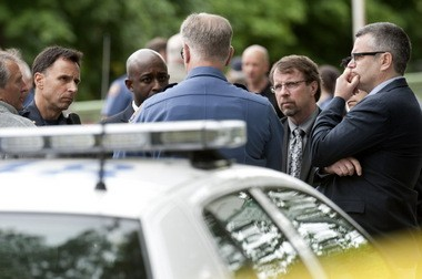 Portland police supervisors huddle with Mayor Sam Adams (far right) at the scene of an officer-involved shooting in June 2011. From left to right are: Deputy City Attorney Dave Woboril, Chief Mike Reese, Constantin Severe, deputy director of the Independent Police Review Division, Assistant Chief Eric Hendricks (facing away from camera) and Mike Kuykendall, police director of services, who resigned Friday.