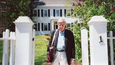 Ed Walsh in front of the Nieman House where he was a Nieman fellow at Harvard University in 1981, a year that was meant to inspire mid-career journalists to broaden their perspectives. He became The Washington Post's Jerusalem bureau chief the next year.