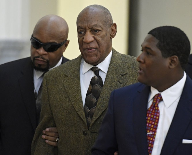 Bill Cosby (center) arrives for a court appearance Tuesday, Feb. 2, 2016, in Norristown, Pennsylvania. Cosby was charged with drugging and sexually assaulting a woman at his home in January 2004. (Clem Murray/The Philadelphia Inquirer via AP)