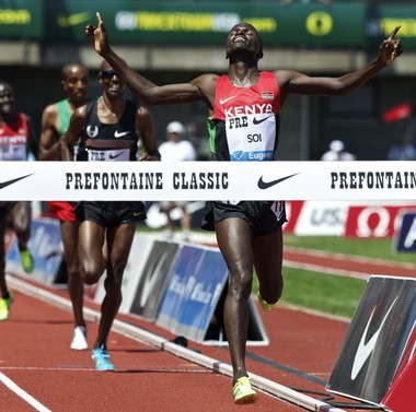 Edwin Cheruiyot Soi cross the finish line ahead of reigning Olympic champion Mo Farah in the 5,000 meters at the Prefontaine Classic.