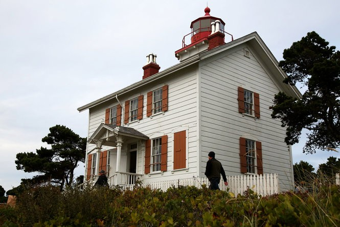 Yaquina Bay Lighthouse is an overlooked beauty on the Oregon