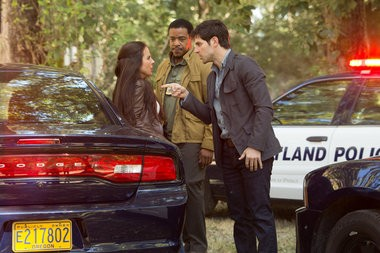 """Kate del Castillo on location in Portland in 2012, filming a scene from """"Grimm,"""" with Russell Hornsby and David Giuntoli."""