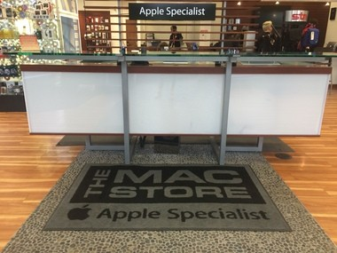 The Mac Store in the Lloyd District has not yet been rebranded to reflect its acquisition by Simply Mac.