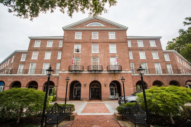 The Tidewater Inn is a historic hotel located in downtown Easton, Maryland.
