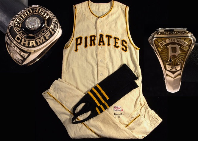 best authentic 91bb3 6368b Roberto Clemente memorabilia at auction includes a $200 ...
