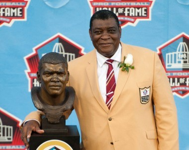 Hall of Fame inductee Dave Robinson poses with his bust during the 2013 Pro Football Hall of Fame Induction Ceremony Saturday, Aug. 3, 2013, in Canton, Ohio. (AP Photo/David Richard)