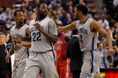 Hilliard (4) talks with James Bell (32) and JayVaughn Pinkston (22) during time out against St. John's.