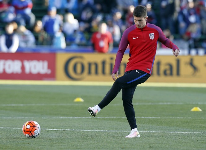 f1b931ee91e Pulisic warms up before his U.S. national team and World Cup qualifying  debut against Guatemala Tuesday