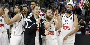 Real Madrid players, including current 76ers' point guard Sergio Rodriguez (13), celebrate during EuroLeague semifinal win in 2015.