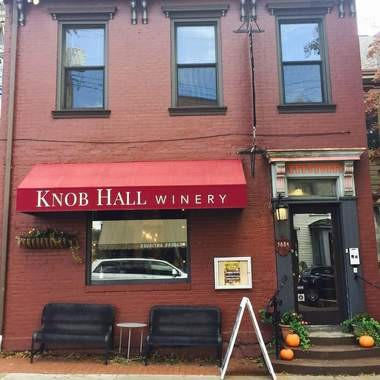 The storefront of the new Knob Hall Winery tasting room, at5884 Ellsworth Ave., in the Shadyside section of Pittsburgh.
