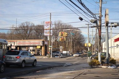 Consutrction at Forest Avenue Avenue will include adding dedicated right-turn lanes in each direction at the South Avenue intersection. (Staten Island Advance/Vincent Barone)
