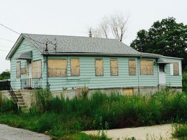This house, at the dead end of Seaver Avenue, is within the state's Graham Beach buy-out area. Aug. 12, 2014. (Staten Island Advance/Virginia N. Sherry)