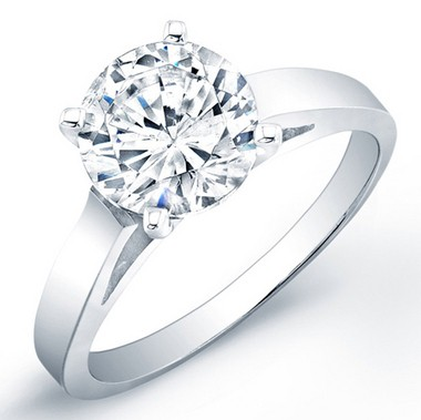 Salvatore Pecoraro's lawsuit claims he gave Alessondra Archabal a 1.7 carat engagement ring, similar to the one shown above.