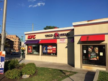 The Health Dept. closed this KFC/Taco Bell located on Victory Blvd. in Tompkinsville for a slew of health violations. (Staten Island Advance/Ryan Lavis)