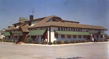 The former Tavern on the Green Restaurant, located at 2566 Hylan Blvd., once served as the clubhouse for the Tysen Manor Golf Course. (Courtesy of Grace Klee)