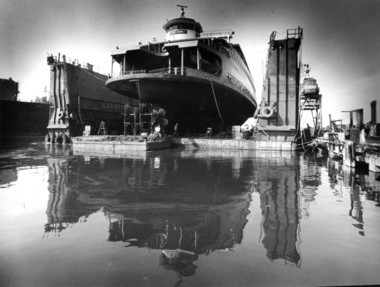 Workers are dwarfed under the hull of the John F. Kennedy ferry boat on September 20,1987. (Staten Island Advance / Steve Zaffarano)