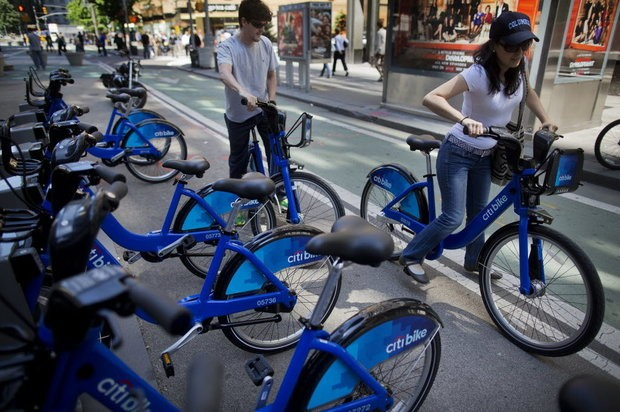 A Citi Bike expansion is coming, but not necessarily to Staten Island, and other bike share companies want a piece of the action. (Bloomberg News photo by Victor J. Blue)