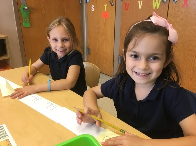 Amelia Goclowski and Lisa Pilku are kindergarten friends at PS 52. (Staten Island Advance/Claire Regan)