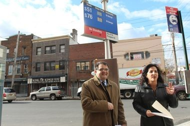 On Wednesday, DOT Borough Commissioner Tom Cocola and State Sen. Diane Savino announced the expansion of the DOT's electronic, real-time bus sign initiative at a pilot site for the program--a bus stop in Stapleton. (Staten Island Advance/Vincent Barone)
