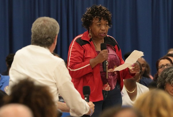 "Gwen Carr, Eric Garner's mother, questions Mayor Bill de Blasio about the disiplining of the officers involved in her son's death during the Mayor's town hall meeting at Curtis High School Wednesday July 25, 2018 during the Mayor's ""City Hall in Your Borough"" week. (Staten Island Advance/Bill Lyons)"