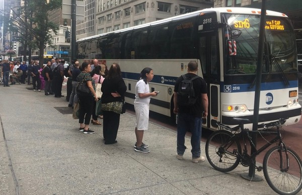 Staten Island express bus riders have voiced concerns regarding the daily return trip from Manhattan. (Staten Island Advance/Sydney Kashiwagi)