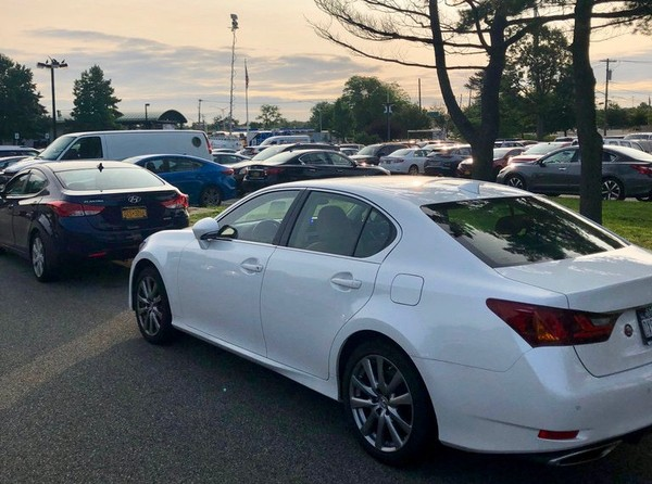 The MTA is exploring options to increase parking capacity at the Eltingville Transit Center. (Staten Island Advance/Caitlin Della Rocca)