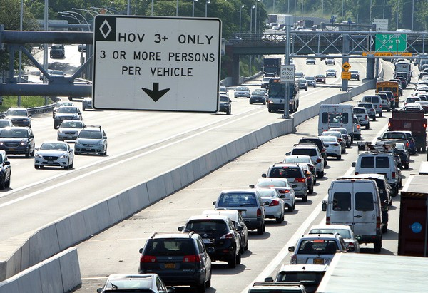 The New York State Department of Transportation claims that extending the westbound Staten Island Expressway's HOV lane to the Goethals Bridge will provide little benefit. (Staten Island Advance)