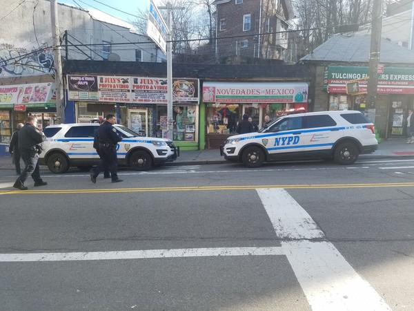 Police investigated a reported strong arm robbery in Tompkinsville Monday afternoon. (Staten Island Advance/ Paul Liotta)