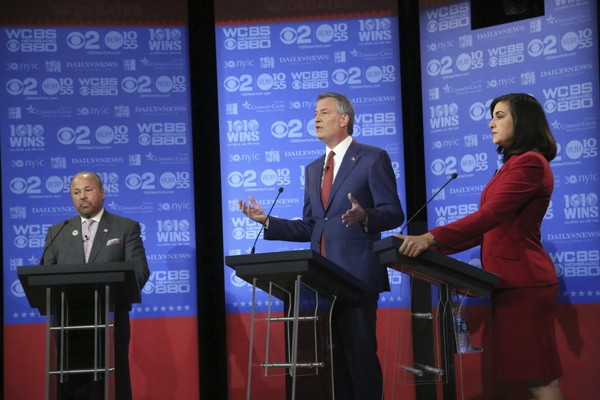 Independent mayoral candidate Bo Dietl, left, New York Mayor Bill de Blasio, center, and Republican mayoral candidate Nicole Malliotakis, right, on Wednesday, Nov. 1, 2017 at the final debate at the CUNY Graduate Center in New York.