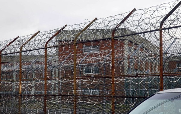 The plan to close Rikers Island follows through on the mayor's vow not to open a community jail on Staten Island. (Associated Press photo)