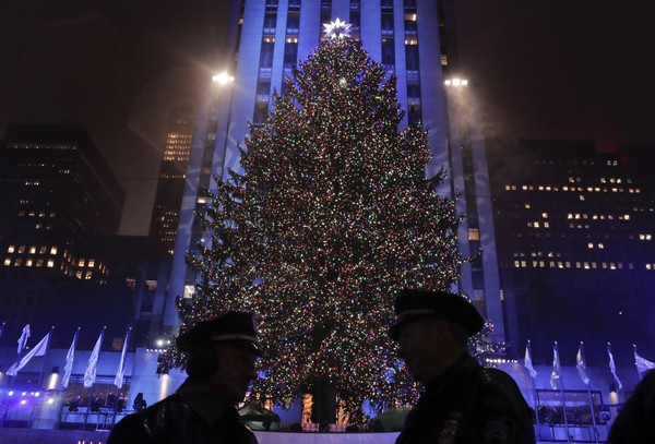 Lighting Of Rockefeller Christmas Tree.2017 Rockefeller Center Christmas Tree Has Been Chosen