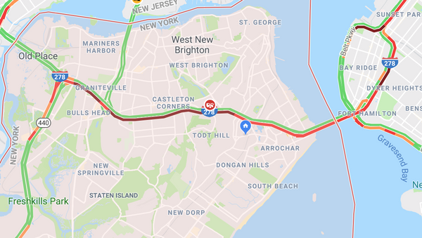 The Google traffic map shows delays on the Staten Island Expressway heading toward Brooklyn.