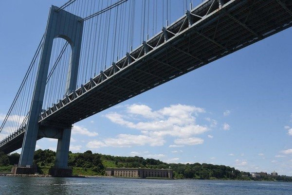 The New York State Assembly has passed a bill to fix the spelling of Verrazano-Narrows Bridge. (Staten Island Advance/Bill Lyons)