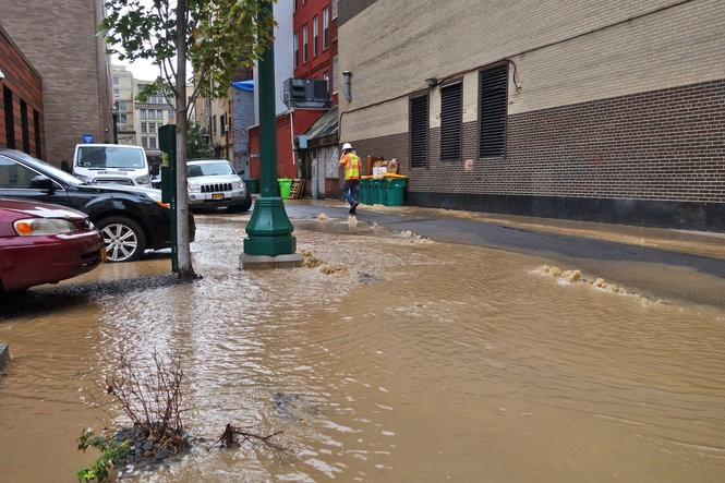 A water main break in Bank Alley between East Fayette and East Jefferson streets on Tuesday morning, Sept. 11, 2018. Michael Greenlar   mgreenlar@syracuse.com