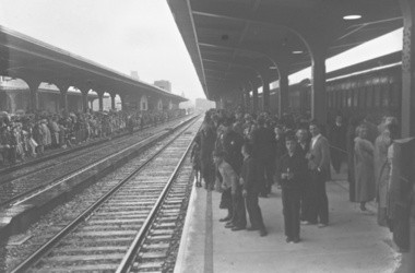 Crowds await trains on the platform at the New York Central station on Erie Boulevard East in 1936
