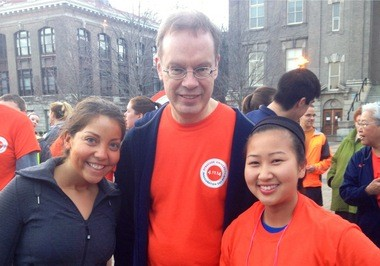 Anna Kuskin (left) and Carrie Sunde, Syracuse University seniors, with Chancellor Kenty Syverud at the run that started his inauguration day.