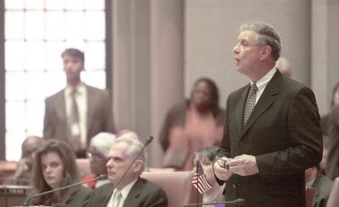 Democratic Assemblyman Michael Bragman addresses the full Assembly during his unsuccessful effort, in 2000, to unseat Assembly Speaker Sheldon Silver.