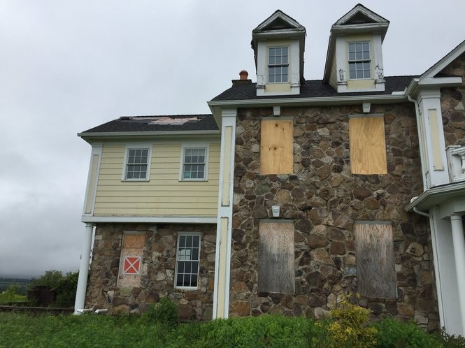 Skaneateles zombie mansion resurrected, for sale after $400K