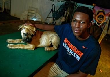 Syracuse basketball recruit Tyus Battle and his dog, Maddox.