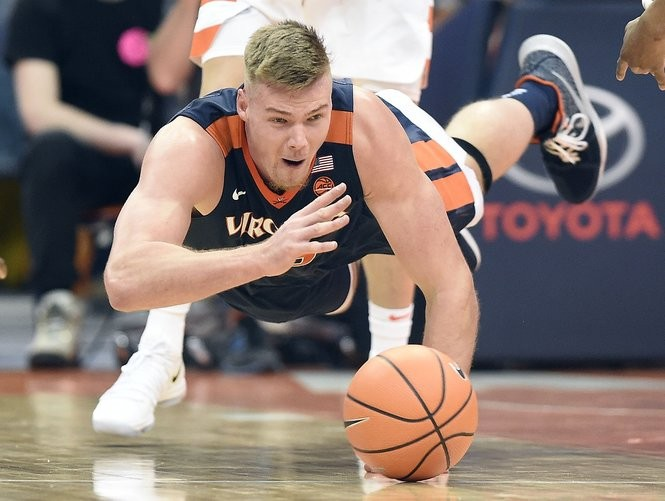 Virginia center Jack Salt (33) during a game against Syracuse on Saturday, Feb. 3, 2018, at the Carrier Dome. Dennis Nett | dnett@syracuse.com SYR