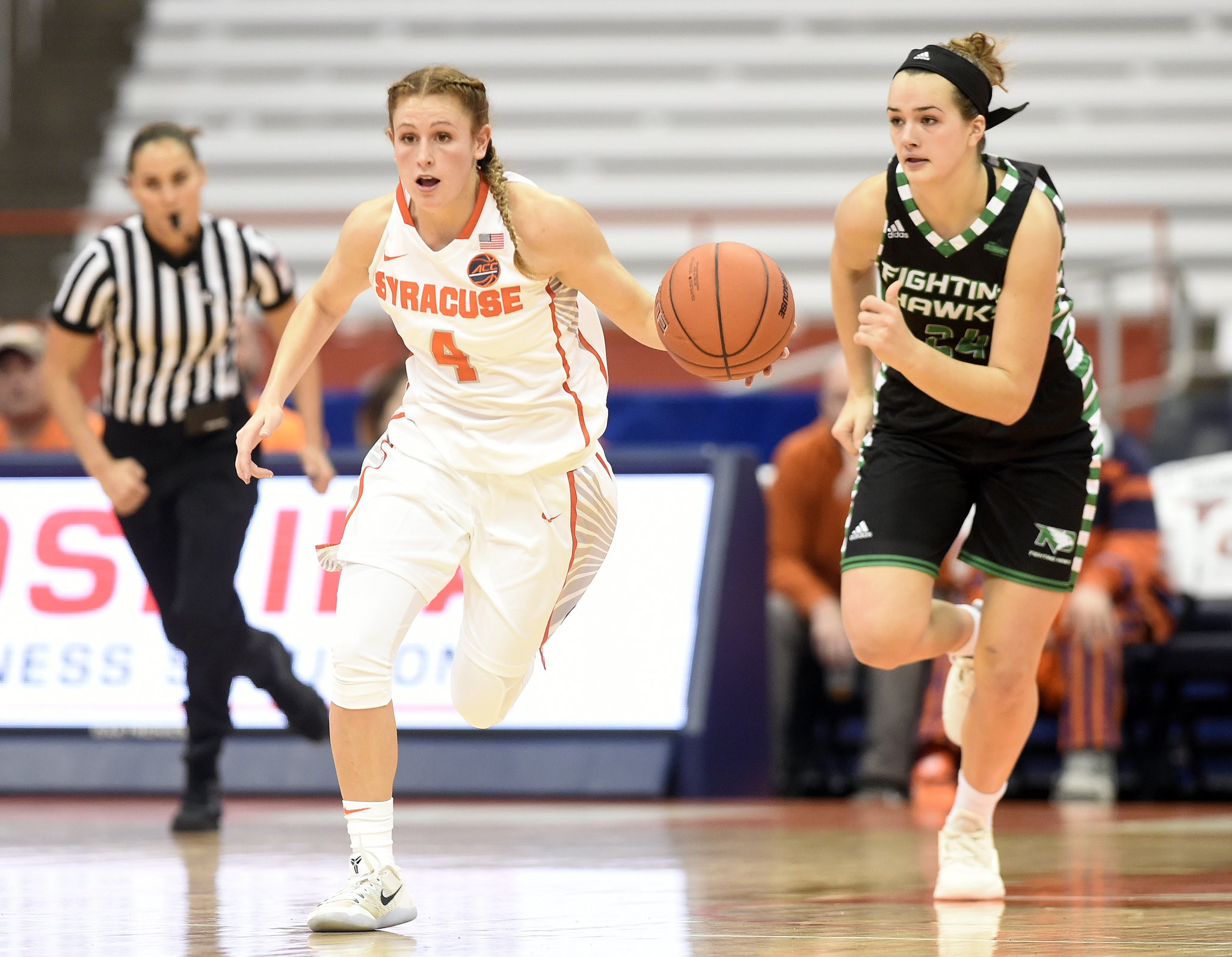 Vibe Between Coach Point Guard Sparks Syracuse Women S