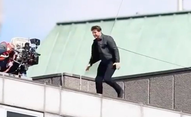15 crazy stunts Tom Cruise actually performed in movies